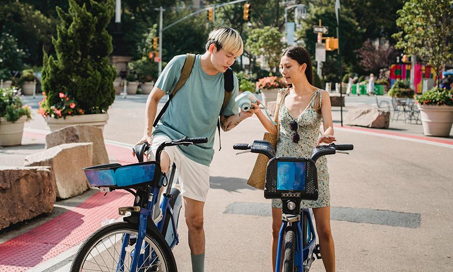 Couple utilizing bikeshare